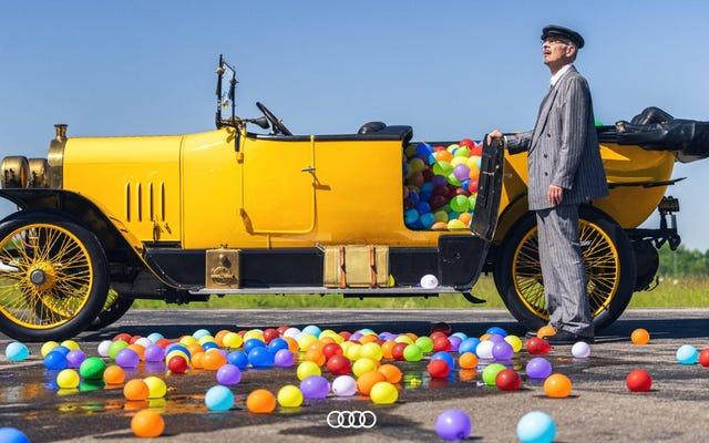Film Audi z wielkim balonem wodnym wyszorowanym z Internetu