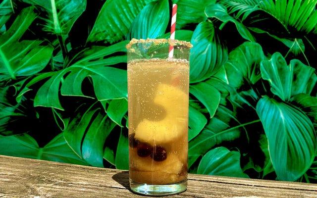 कुछ डिब्बाबंद लालित्य के लिए एक अनानस अपसाइड-डाउन पेय को चाबुक करें