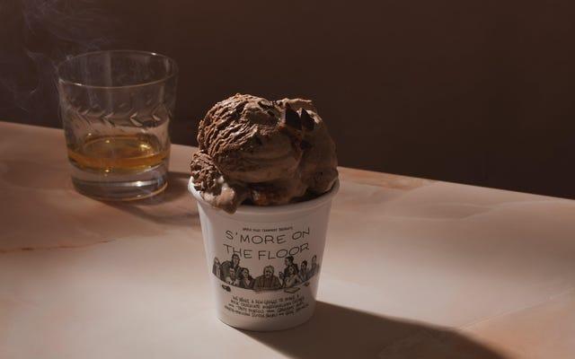 このサクセションをテーマにした「S'moreonthe Floor」アイスクリームの製造で、いとこのグレッグに害はありませんでした。