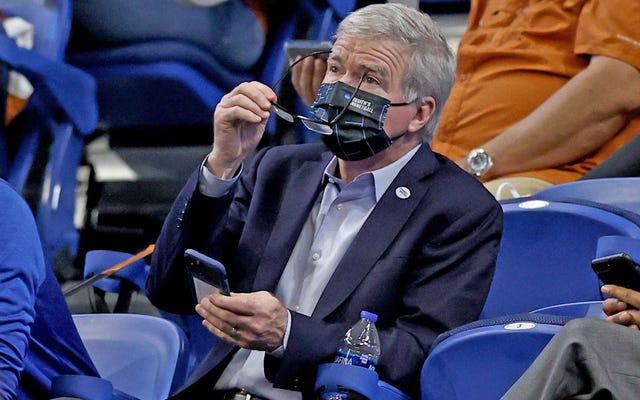 NCAAはマーク・エマートを捨ててシェーン・マクマホンを連れてくるべきです。なぜなら、まあ、ここにお金が来るからです!