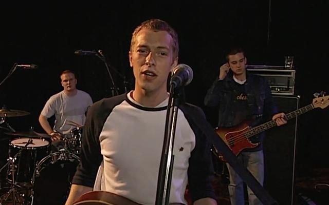 """Saksikan penampilan Coldplay muda pada hari """"Yellow"""" dirilis dalam klip eksklusif ini"""