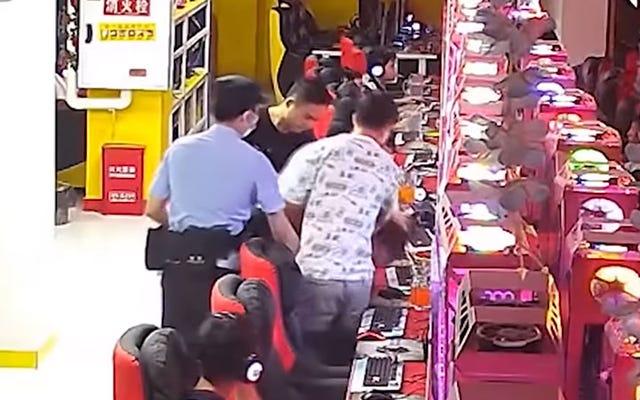 Giocatore di League Of Legends arrestato da un poliziotto fuori servizio in un Internet Café