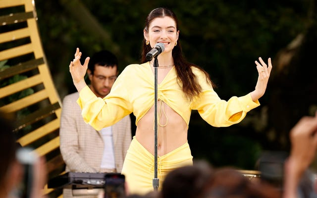 """Lorde non si esibirà più ai VMA a causa di un """"cambiamento di produzione"""" non specificato"""