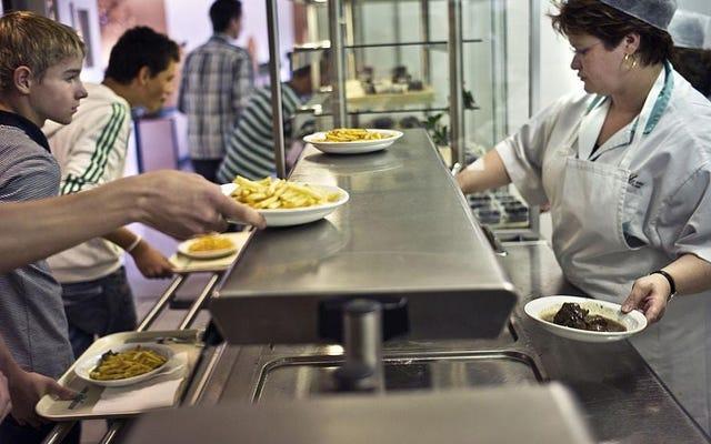 Какие продукты школьного кафетерия вам запомнились больше всего?