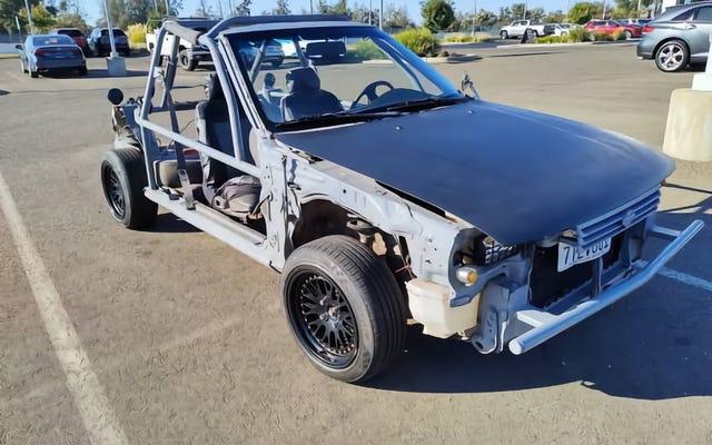 À 1 800 $, cette Nissan Sentra «Dune Buggy» de 1992 pourrait-elle être la voiture dont vous avez besoin?