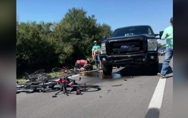 L'avvocato di un adolescente che ha investito sei ciclisti mentre cercava di rotolare dice che i poliziotti hanno una scusa per non essere riusciti ad arrestarlo