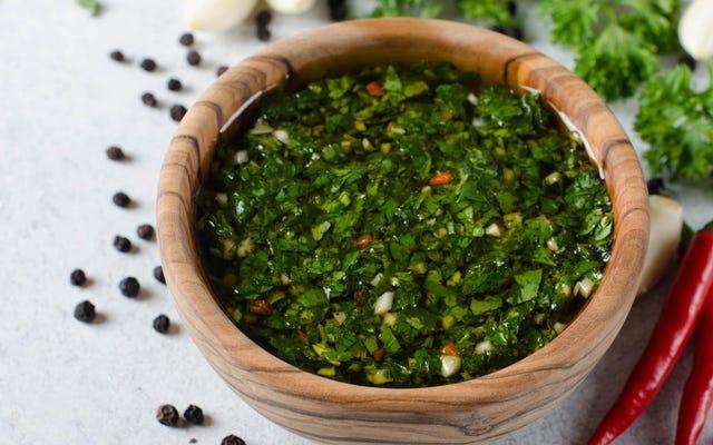Chimichurri là loại sốt duy nhất đáng dùng cho món bít tết
