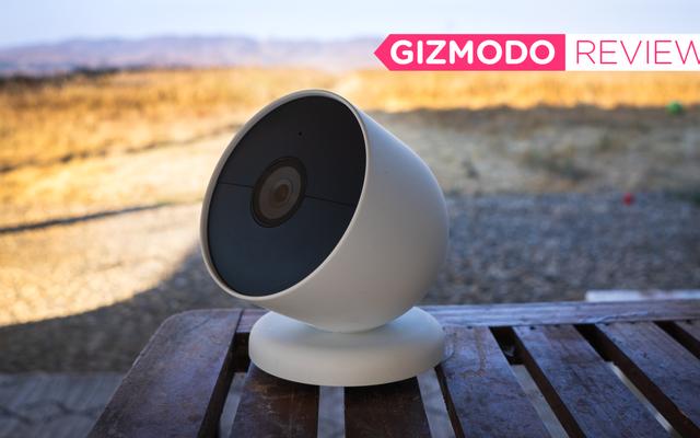 La più recente Nest Cam di Google è una solida videocamera di sicurezza se sei d'accordo con Google