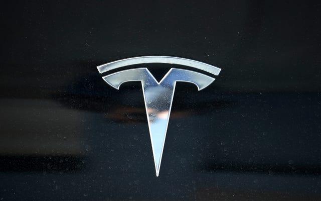 L'ex lavoratore di Tesla di colore ha assegnato $ 137 milioni per il trattamento razzista