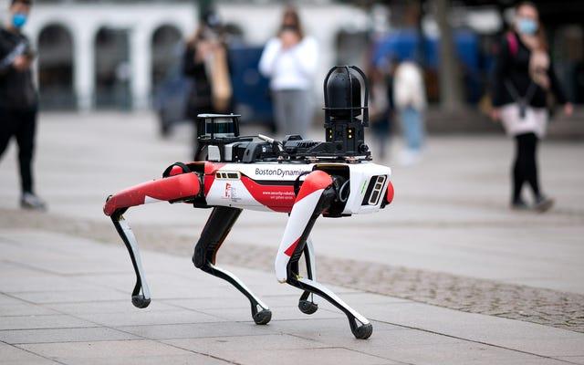 Boston Dynamics svela nuovi robot in grado di comportarsi realisticamente come se fossero sotto il controllo dei ricercatori