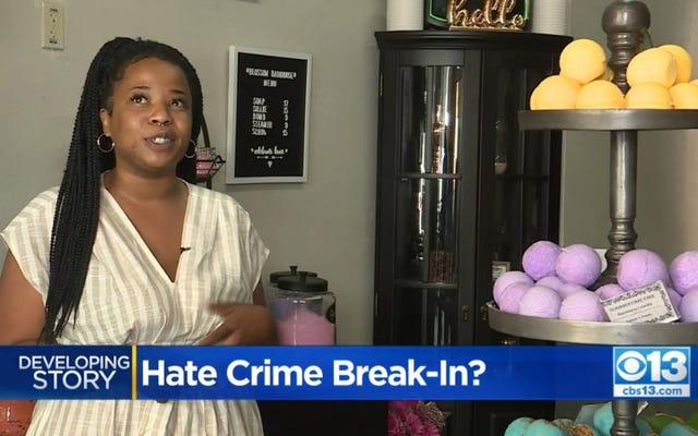 Donna di colore avvicinata da un uomo bianco pazzo e razzista che ha danneggiato la sua attività a Sacramento cercando di entrare con la forza