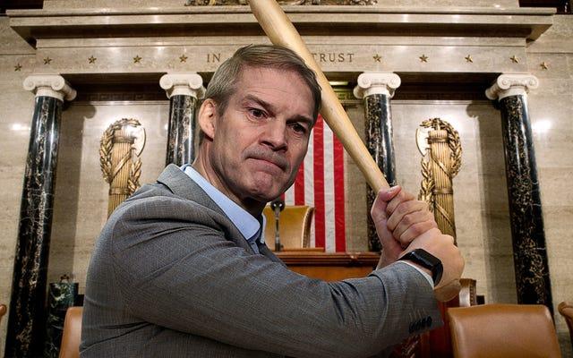 Джим Джордан с летучей мышью врывается в окно Капитолия, требуя, чтобы его пустили в комитет 6 января