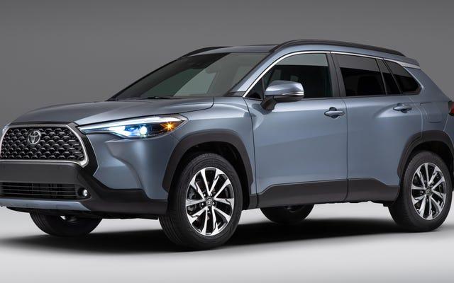 2022 トヨタ カローラ クロスは、まとめて販売する飼いならされたコンパクト SUV です。