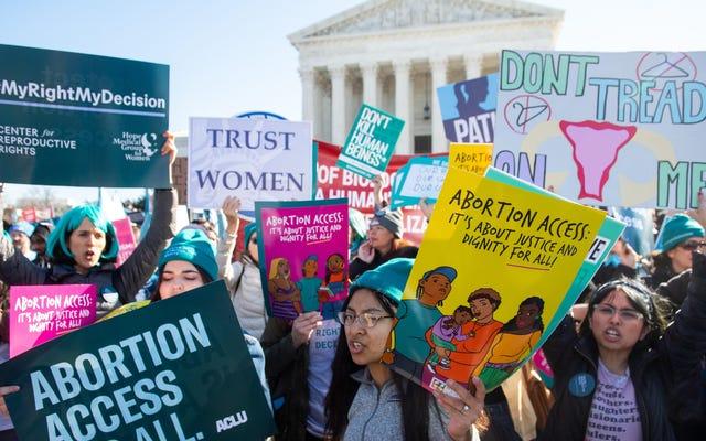 Tam Çöküşte Karaca Teetering ile Kürtaj Aktivizmi Her zamankinden Daha Önemli