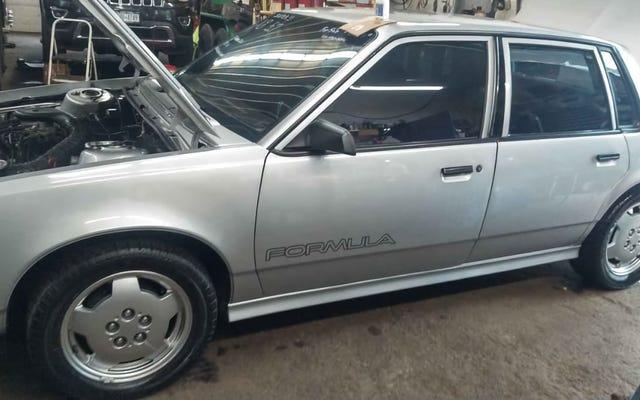 A $ 7,000, ¿este Pontiac 6000 de 1985 con motor V8 es una oferta única?