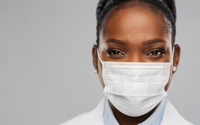 마스크 오프 : Fauci 박사는 더 많은 사람들이 예방 접종을 받으면 실내 마스크 착용에 대한 CDC 지침이 풀릴 것이라고 말합니다.