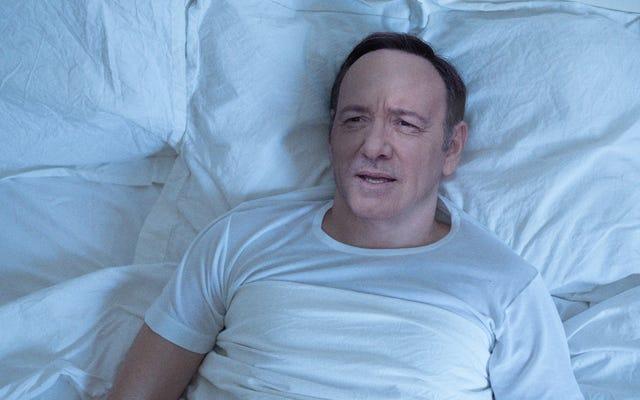 वह केविन स्पेसी को याद करने से पहले बिस्तर में कुछ आराम के पल बिताता है आदमी