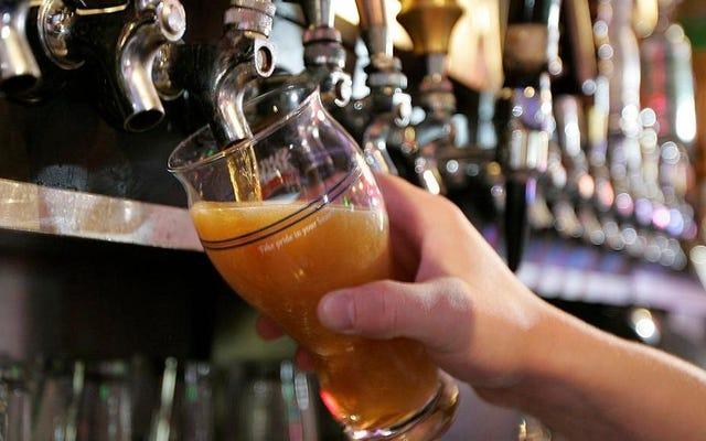 サム・アダムズはビールをとても上手に醸造しているので、実際には違法です