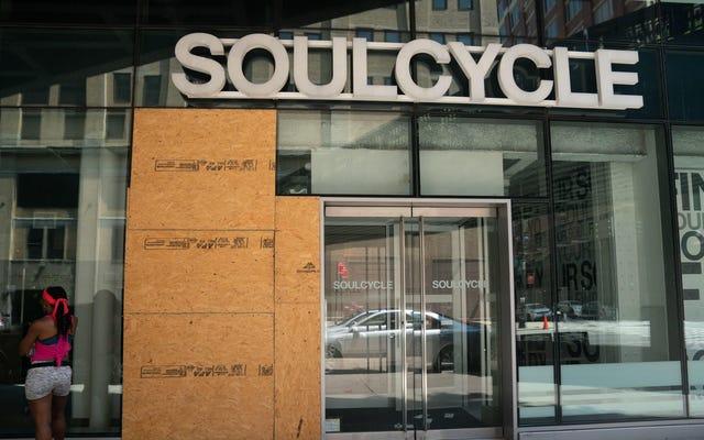 Secondo quanto riferito, gli istruttori di SoulCycle hanno molestato i motociclisti, vergognato i grassi, hanno ricevuto una Benz come ringraziamento