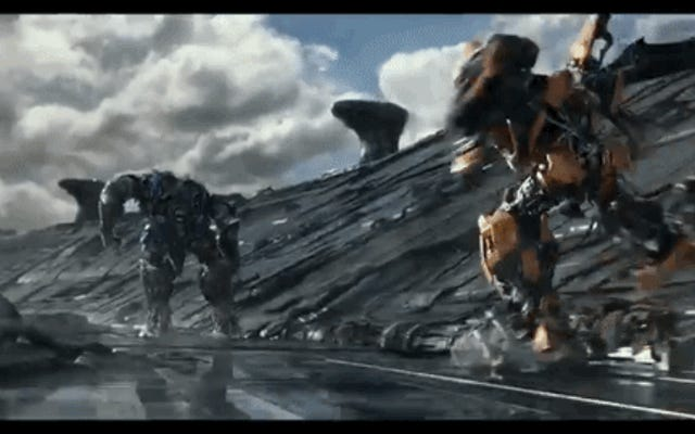 Transformers: Son Şövalye Fragmanı Uygun Bir Şekilde Çılgın ve Abartılı