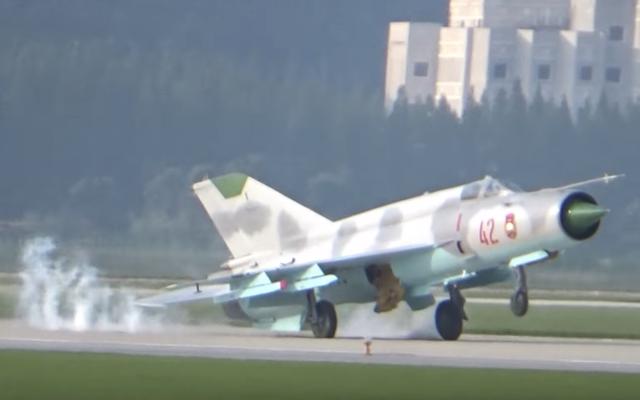 北朝鮮の戦闘機が最初の公開北朝鮮航空ショーで台無しになる