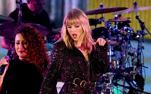 Big Machine dit maintenant que Taylor Swift peut jouer tout ce qu'elle veut aux American Music Awards