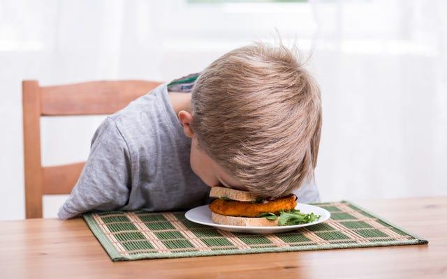 「ビッグスナック」と呼んで、子供をだまして食事をさせましょう