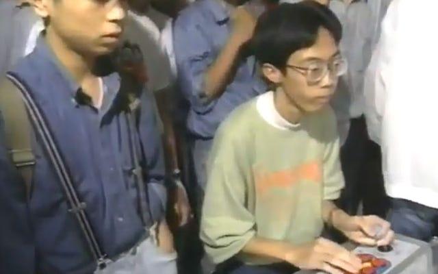 Vamos voltar no tempo e visitar um fliperama japonês em 1992