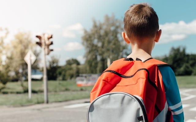 3年生が友達を撃つと脅したとき、あなたはどうしますか?