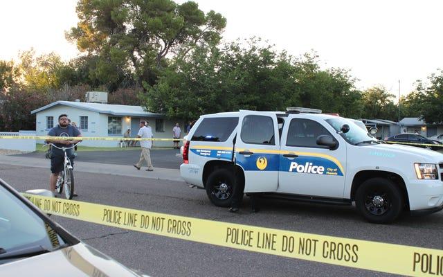 Une nouvelle séquence montre la police de Phoenix se moquant de la foi d'un homme musulman alors qu'ils s'agenouillent sur le cou, le tuant