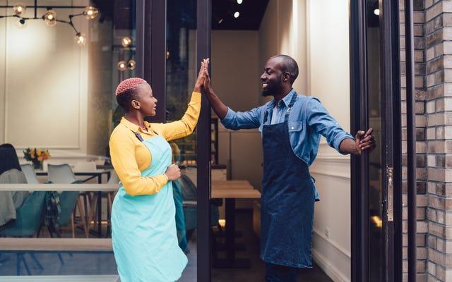 このホリデーシーズンに黒人経営のビジネスをサポートする方法