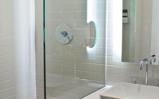 Istnieje sekret czyszczenia szklanych drzwi prysznicowych, a ja znam sekret
