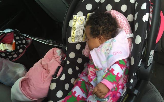 レポート:ウォルマートで4か月の赤ちゃんをつかんで窒息させる