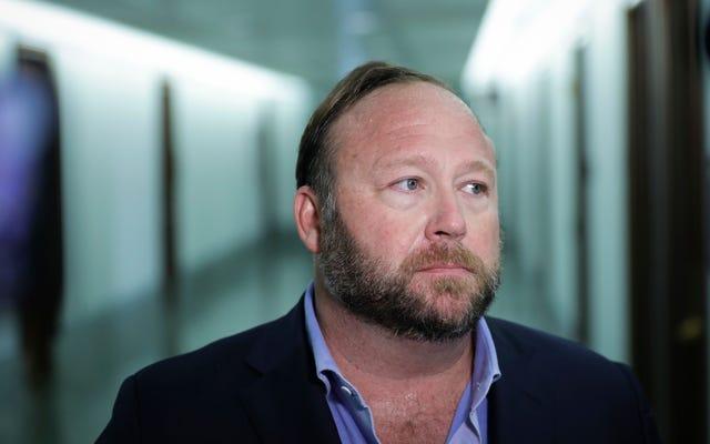 La FDA advierte a Alex Jones que deje de vender curas falsas para el coronavirus