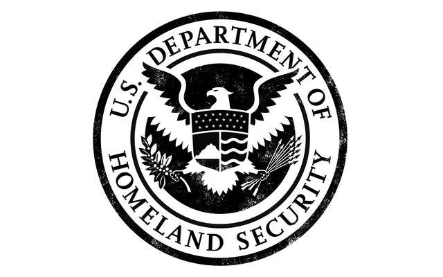 国境警備隊のエージェントが職場でポルノを見て捕まった、彼を止めなかったためにインターネットフィルターを非難する