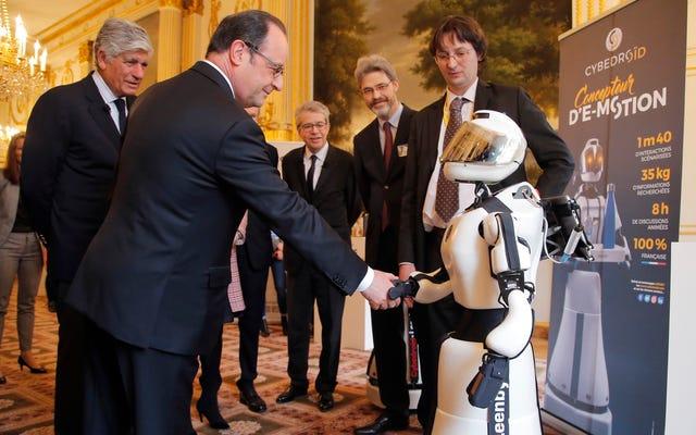 โดนัลด์ทรัมป์ไม่เคยจับมือกับหุ่นยนต์ต่อสาธารณะ