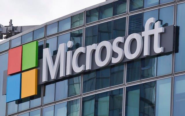 Secondo quanto riferito, i lavoratori Microsoft si confrontano con il CEO con una petizione che richiede la risoluzione del contratto ICE