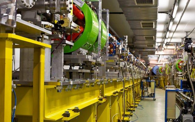 과학자들은 차세대 대형 입자 충돌기의 소형화 제안