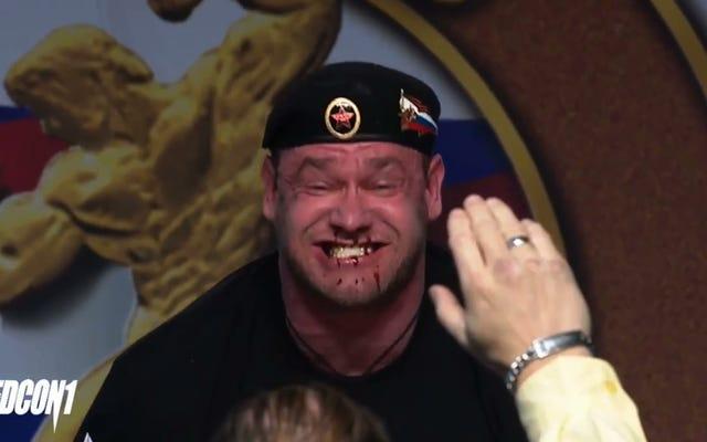 ストロングマンの顔がデッドリフト中に血を噴き出し始める