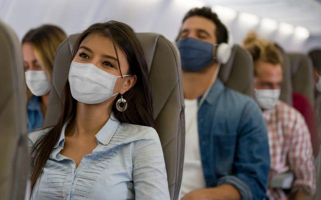 一部の専門家は、食料品の買い物よりも飛行の方が安全だと言います。すごい?