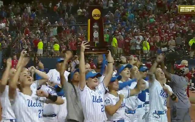 Калифорнийский университет в Лос-Анджелесе идет против Оклахомы, чтобы выиграть еще один национальный чемпионат по софтболу