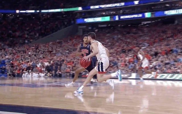 Un fortunato rimbalzo ha aiutato Virginia a battere Auburn per un posto nella finale del torneo NCAA