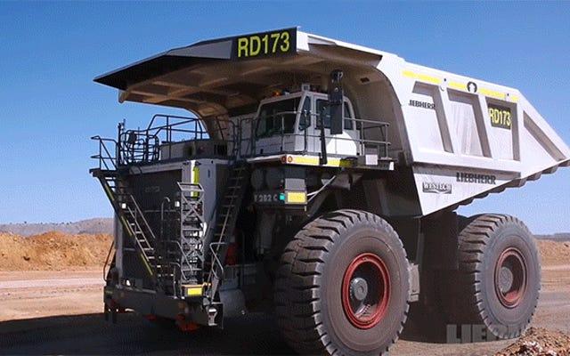 これらの巨大な運搬トラックを構築することは、独自のトランスフォーマーを構築するようなものです