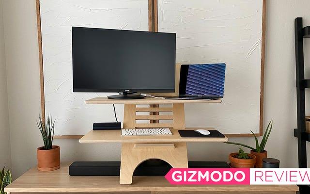 DeskStand es una elegante solución de escritorio de pie que no es atroz