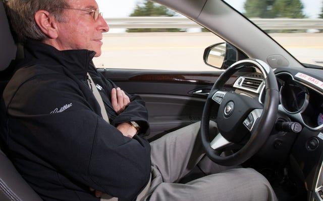 Manusia Benar-Benar Buruk Pada Bagian Paling Kritis Dalam Menggunakan Mobil Semi-Otonom