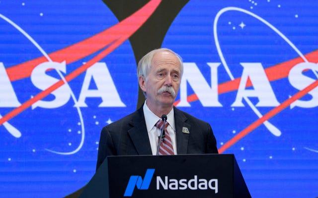 NASAは、トランプの月の任務が迫っているので、人間探査プログラムの最高幹部を突然再割り当てします