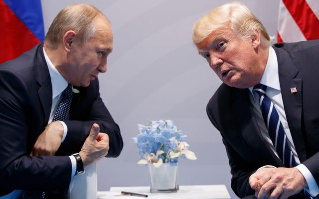 Trump, DNC'nin Suç Verici Bir Sunucuyu Sakladığına Dair Aptalca Bir Teori Hakkında Hala Çalkalıyor
