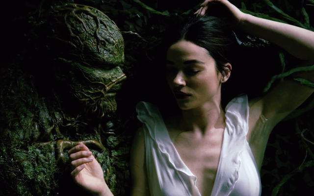 Swamp Thing diventa steamy nel suo nuovo trailer teaser