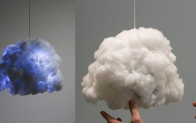 Malutka chmura daje grzmoty i błyskawice, ale nie będzie padać na twoją paradę