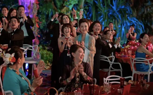 वीकेंड बॉक्स ऑफ़िस: क्रेज़ी रिच एशियाई लगभग एक दशक में सबसे सफल स्टूडियो रोम-कॉम है